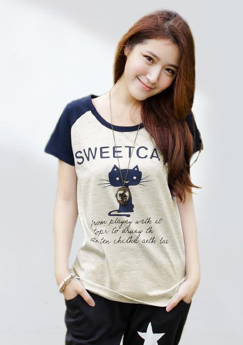 休閒甜感貓咪字母配色上衣