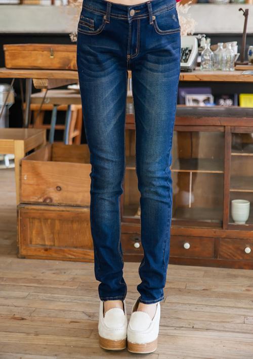 立體字母直筒牛仔褲