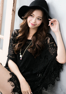氣質名媛鏤空蕾絲罩衫
