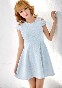 珍珠領露肩蕾絲壓紋洋裝